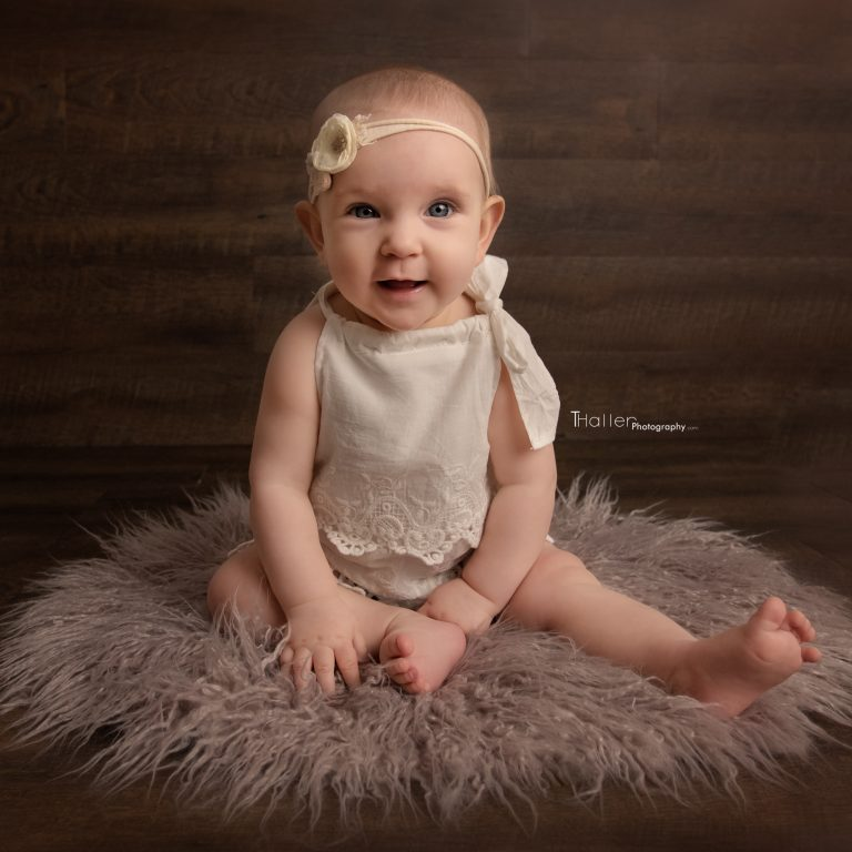 Newborn, Baby, Maternity Photography North Vancouver - Baby girl sitting