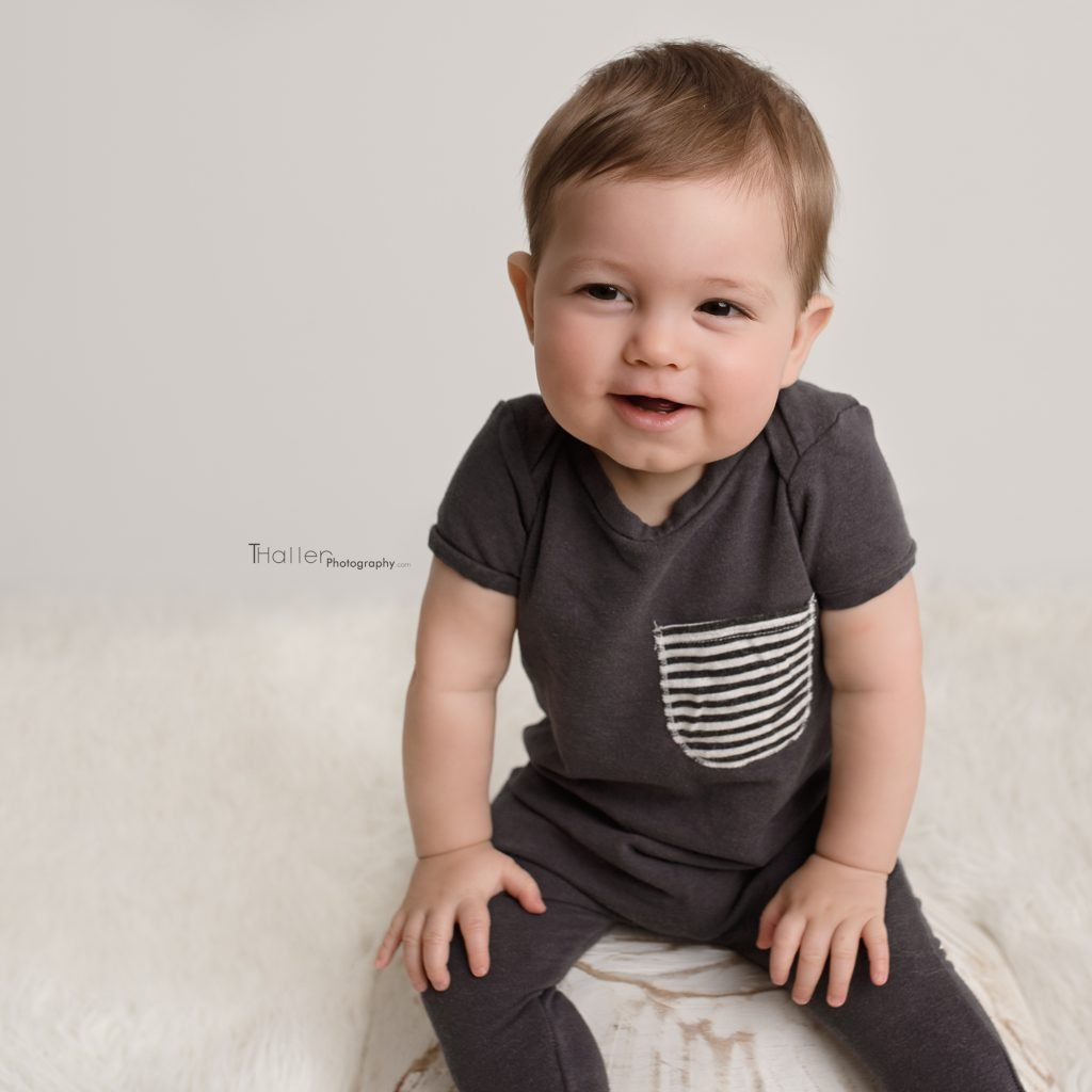 Newborn, Baby, Maternity Photography North Vancouver - Baby boy sitting