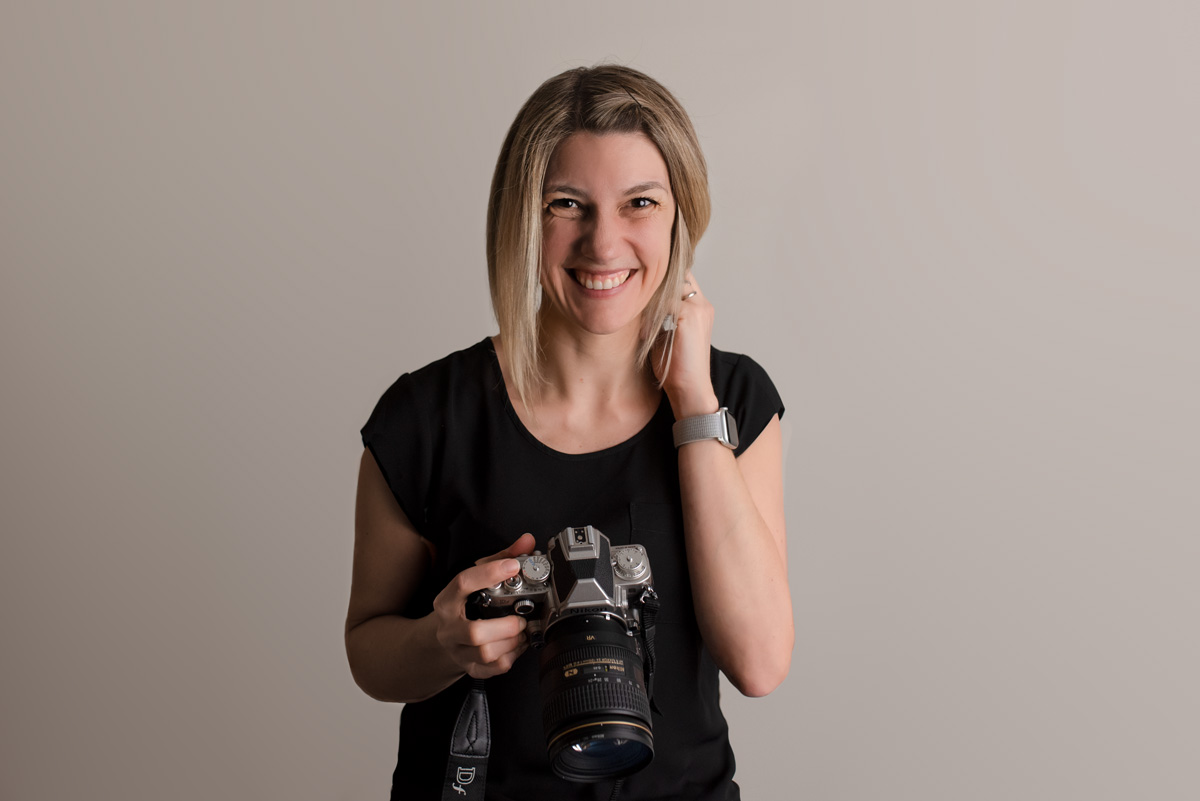 Newborn Baby Maternity Photographer located in North Vancouver - Headshot of Tanja Haller holding a camera and smiling