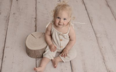 Baby, Milestone Photographer North Vancouver - Baby girl sitting besides a wood table